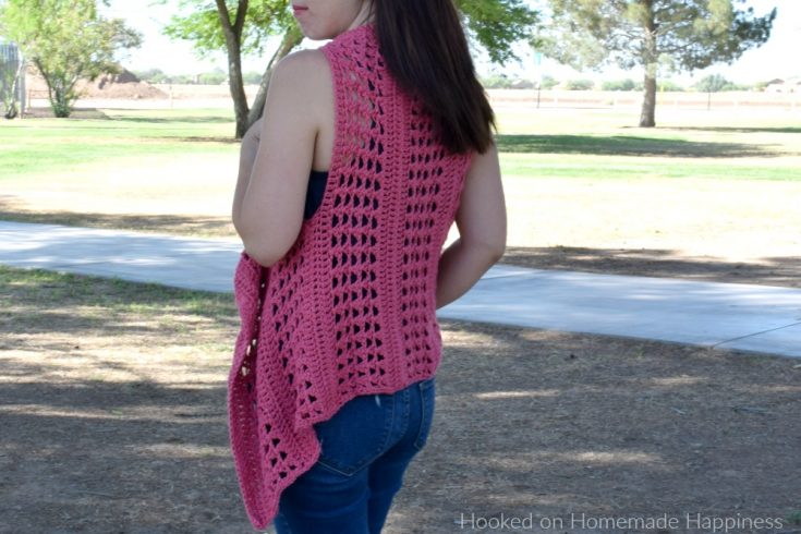 XOXO Summer Vest - Add this XOXO Summer Crochet Vest to your summer wardrobe for a fun accessory! The cotton yarn makes it light and a great project for warmer months. I used the