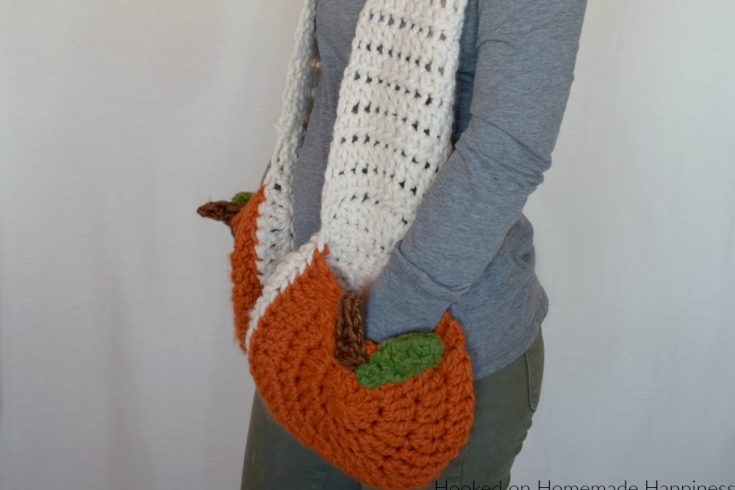 Super Scarf with Pumpkin Pockets Crochet Pattern - Is anyone else ready for everything pumpkin? I sure am! Including the pumpkin pockets in this Super Scarf with Pumpkin Pockets Crochet Pattern!