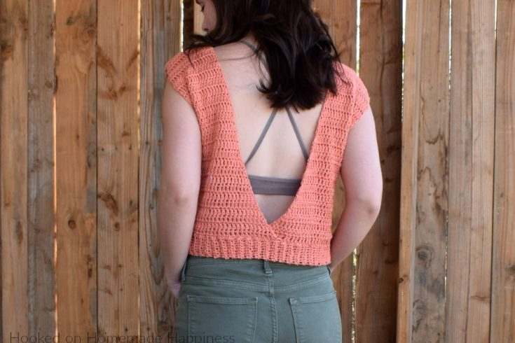 Summer Valley Crochet Top Pattern - How fun is this Summer Valley Crochet Top Pattern? The back is completely open, which makes it totally perfect for summer!