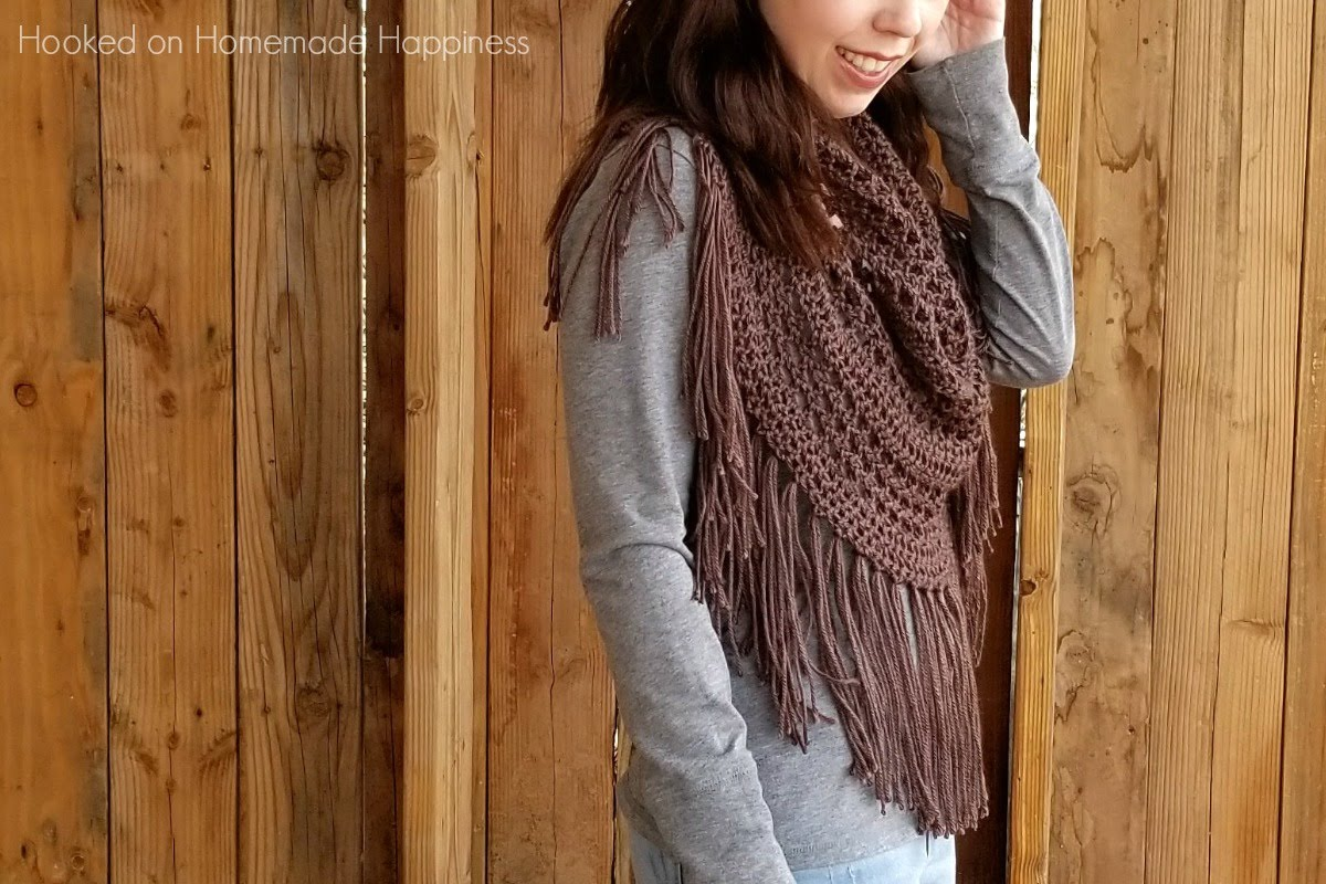 Boho Finge Cowl Crochet Pattern - The Boho Fringe Cowl Crochet Pattern will add some fun to your outfit! It's cute with jeans and a t-shirt, but I think it would also look so cute with a skirt and some boots.