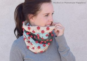 Bobbles of Fun Cowl Crochet Pattern - This Bobbles of Fun Cowl Crochet Pattern is a great pattern for the new Caron x Pantone yarn! It used 2 skeins and works up super quick. (I had it finished in one evening)