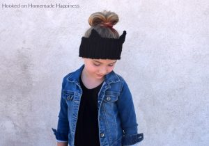 Cat Ear Warmers Crochet Pattern - Cat Ear Warmers Crochet Pattern starts with a simple textured ear warmer, with some cute cat ears sewn to the top! A cute and fun way to keep those ears warm this winter.
