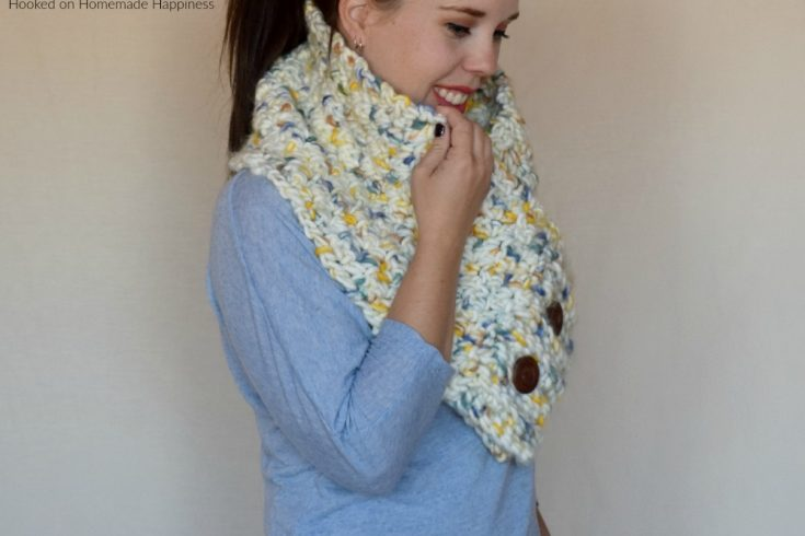Chunky Buttoned Cowl Crochet Pattern - This Chunky Buttoned Cowl Crochet Pattern is big, bulky, and fabulous! I used this awesome yarn from Yarn Bee for this cowl and it created a beautiful texture.