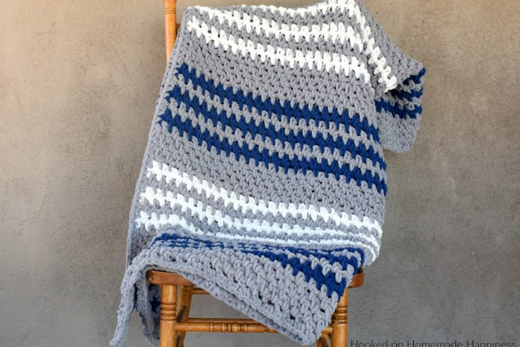 Easy Crochet Blanket Pattern - The Easy Blanket Crochet Pattern is an easy blanket pattern with just a 1 row repeat. Because of the bulky weight yarn, it works up super quick!