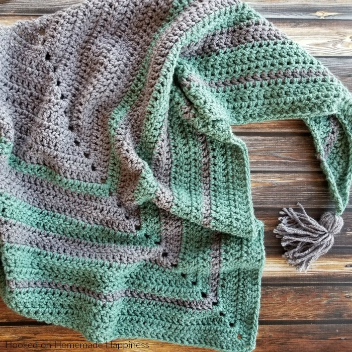 Easy All DC Triangle Scarf Crochet Pattern - This Easy All DC Triangle Scarf Crochet Pattern is just that… easy and all double crochet! It's a great beginner pattern if you've never done a triangle scarf. This can be worn as a triangle scarf or as a shawl.