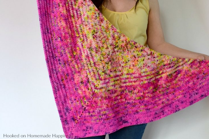 HDC All Day Triangle Scarf Crochet Pattern - This beginner level triangle scarf uses just 1 stitch and 1 row repeat! The HDC All Day Triangle Scarf Crochet Pattern is an easy level scarf and works great with a fade or as a solid color.