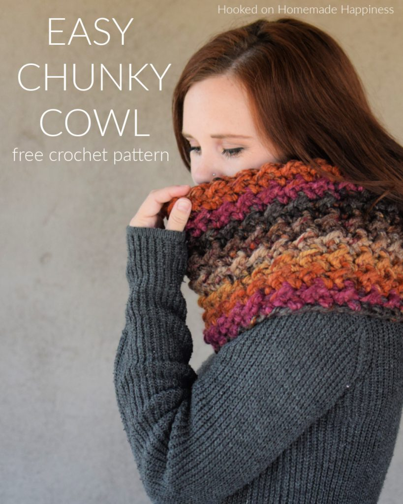 Easy Chunky Cowl Crochet Pattern - The Easy Chunky Cowl Crochet Pattern uses super bulky yarn and works up so fast! I love the texture this stitch adds to the super bulky yarn.