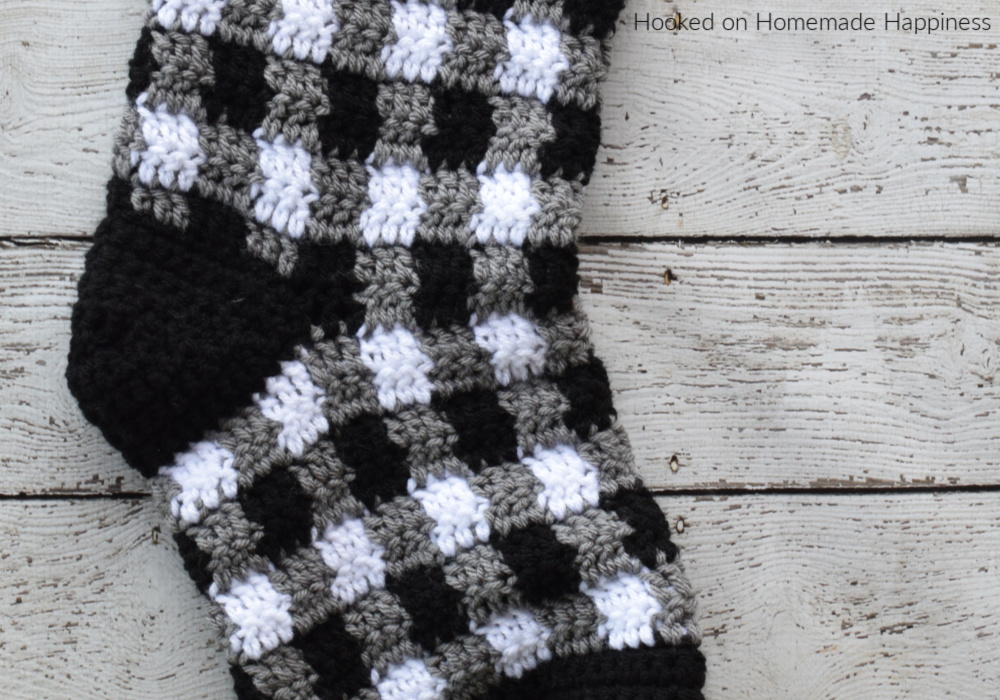 Plaid Crochet Stocking Pattern - This Plaid Crochet Stocking Pattern is so festive and cute! Because of the bulky weight yarn, it works up surprisingly fast. This stocking is a good size and can hold LOTS of goodies from Santa!