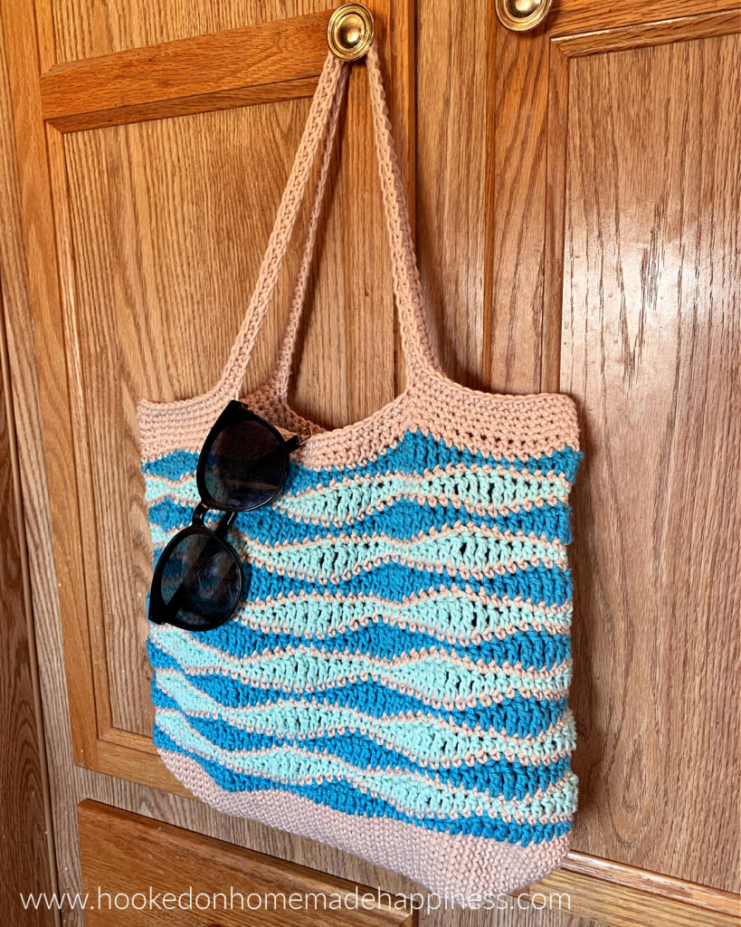 Beach Waves Market Bag Crochet Pattern - The Beach Waves Market Bag Crochet Pattern is a quick summer bag that's perfect for the beach!